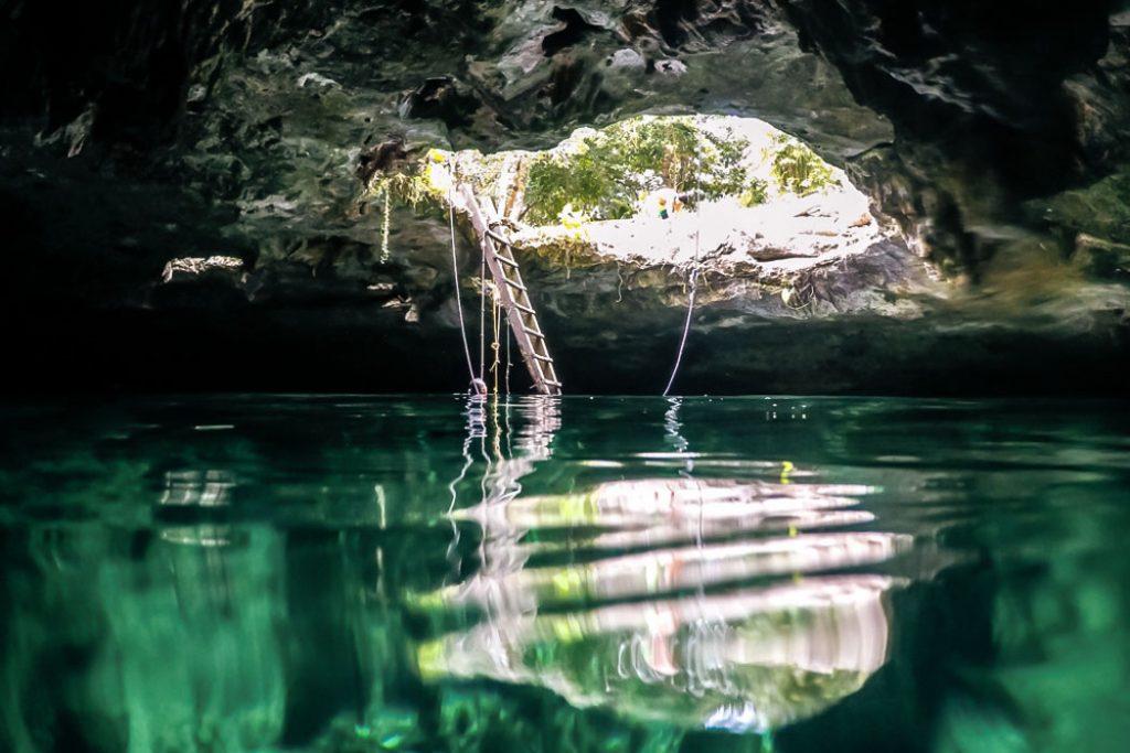 cenote diving day description in Cenote Calavera