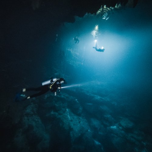 cenote diving in the pit
